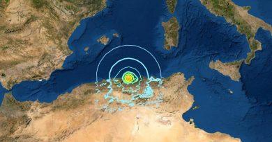 Schweres Erdbeben vor Algerien